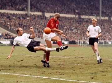 Bobby Charlton (1966)16